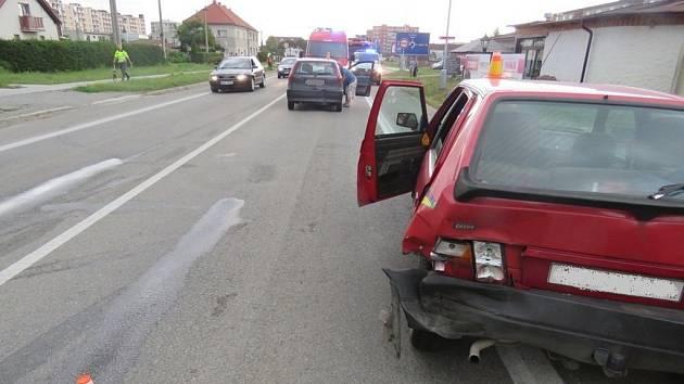 Tři vozidla se střetla v sobotu v Plumlovské ulici v Prostějově. Jedna osoba byla lehce zraněna, celková hmotná škoda činí předběžně 45 tisíc korun.