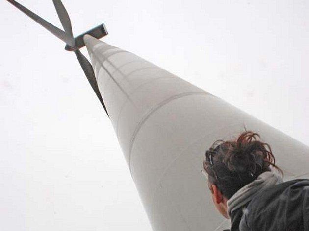 Nejvyšší část větrníku  je ve výšce zhruba 150 metrů.