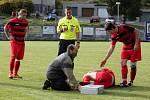 Fotbalisté Konice (v červeno-černém) proti Šternberku