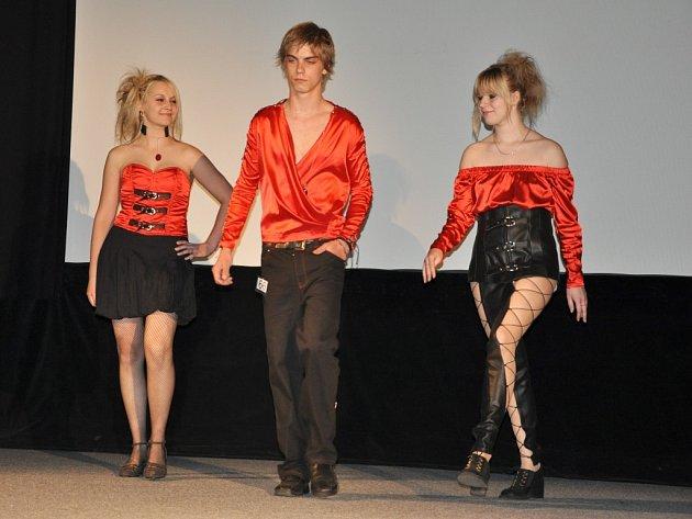 """Soutěž mladých návrhářů """"Doteky módy 2009"""""""