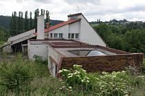 Chátrající motel Čubernice u plumlovské přehrady - červen 2016