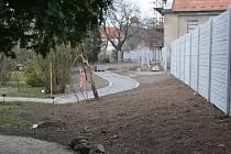 Stavební práce na zahradě v těchto dnech vrcholí a rozloha zahrady se po jejich ukončení zvýší o třetinu