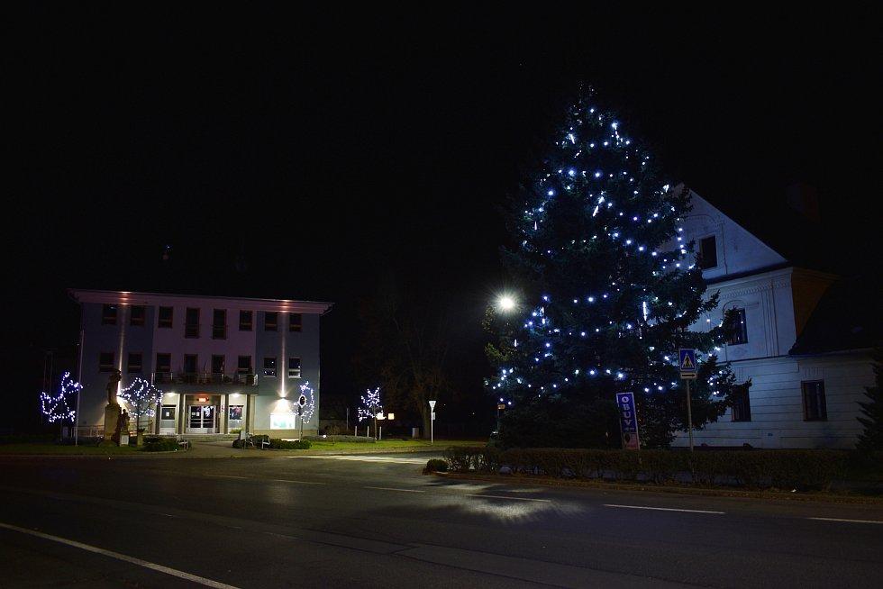Vánoční strom v Postřelmově.