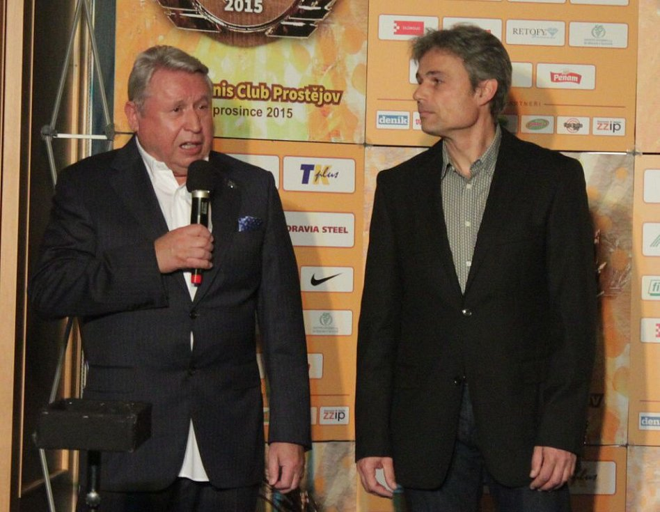 Miroslav Černošek s trenérem mládeže Ivo Šilhánkem. Večer mistrů TK Agrofert Prostějov