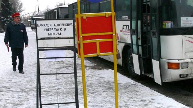 Výluka na vlakových tratích mezi Prostějovem a Vrbátkami v pondělí 12. ledna překvapila některé cestující.