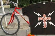 Pátrání po totožnosti těžce zraněného cyklisty. Kolo, na kterém jel a tričko, které měl na sobě
