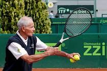 Na prostějovských kurtech se prohání pětašedesátileté tenistky a dokonce pětasedmdesátileté tenisté z celého světa.