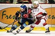 Hokejisté Prostějova (v bílém) podlehli Kladnu 2:3.