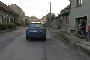 Nehoda škodovky a dítěte v Lešanech