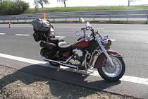 Nehoda cizince na motorce na R46