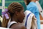České tenistky ve finále MS porazily USA a získaly zlaté medaile. Clervie Ngounoue (USA)