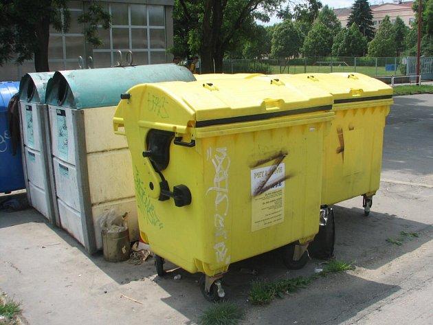 Žlutých kontejnerů ve sběrných místech přibylo. Lidé si však často lámou hlavu, kam který odpad patří.