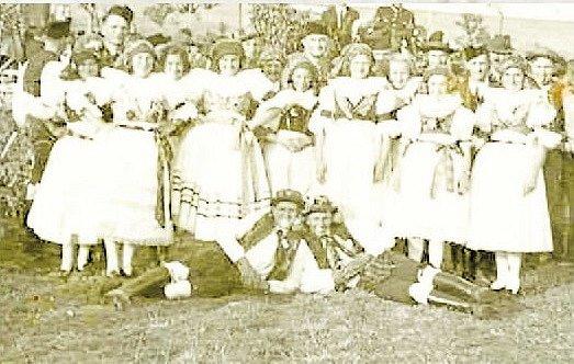 Z činnosti orla. Skupina Hanaček a Hanáků při slavnosti v roce 1938.