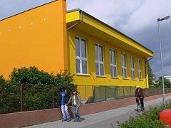 Škola v Melantrichově ulici fandí sportu. Má novou přístavbu pro gymnasty (na snímku) a snad bude i nafukovací hala pro tenis.