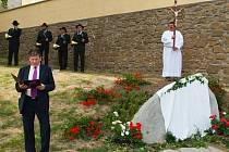Svěcení nového pamětního kamene v Určicích