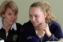 Petra Píchalová Langrová s Caroline Wozniacki (vpravo)