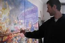 V prostějovském klubu Duha vystavuje momentálně svá plátna nadějný malíř z Mostkovic Milan Kubeš.