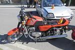 Nehoda renaultu s motocyklistou v Otaslavicích