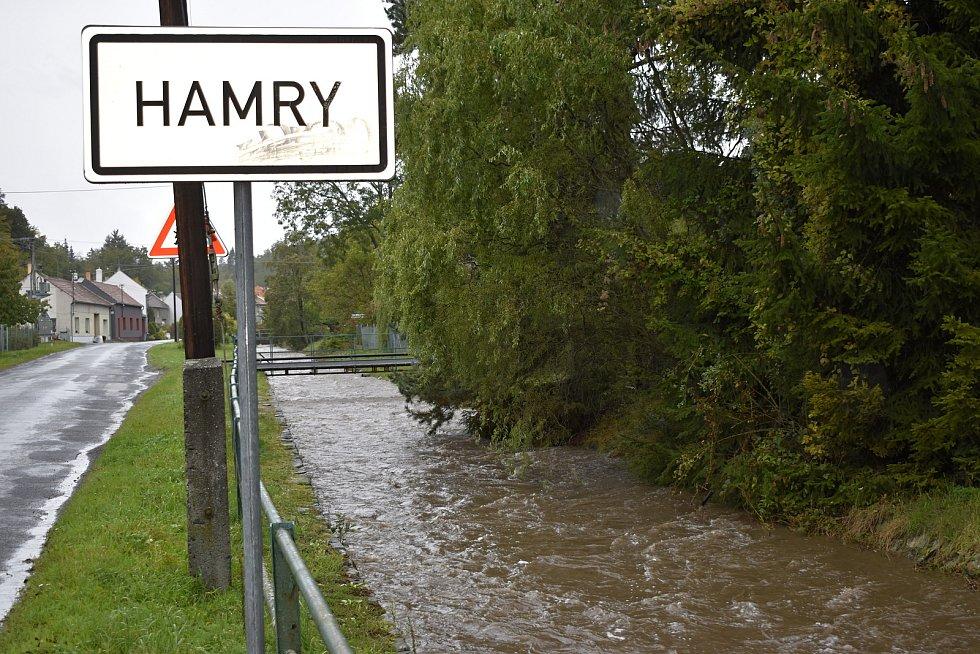 K prvnímu povodňovému stupni se blížila i Hloučela v Hamrech. 14.10. 2020