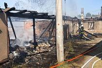 Čtrnáct jednotek hasičů zasahovalo u požáru v Šubířově-Chobyni