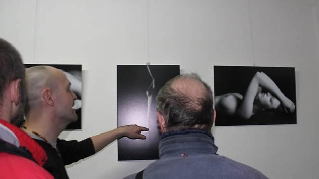 Lidskému oku budou v Galerii u Hanáka do 11. března lahodit akty žen fotografa Jiřího Steigera.