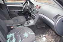 Další z majitelů aut si nechal věci v zaparkovaném vozidle. Hořce toho litoval.