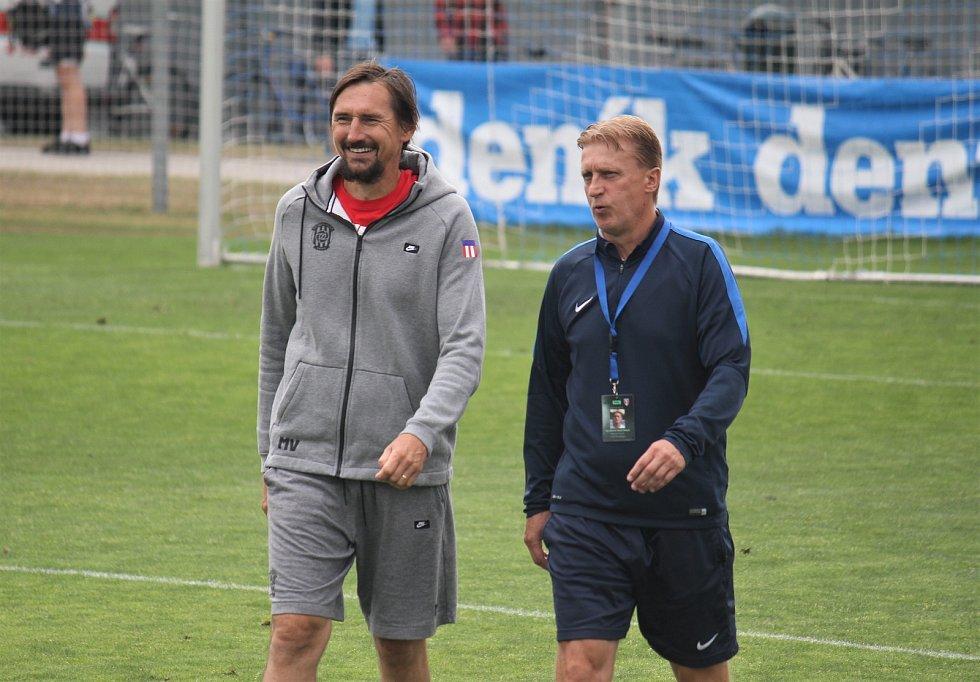 Fotbalisté Prostějova (v modrém) porazili Brno 2:1. Martin Vaniak a Oldřich Machala