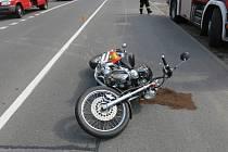 Nehoda motorky v Okružní ulici v Prostějově