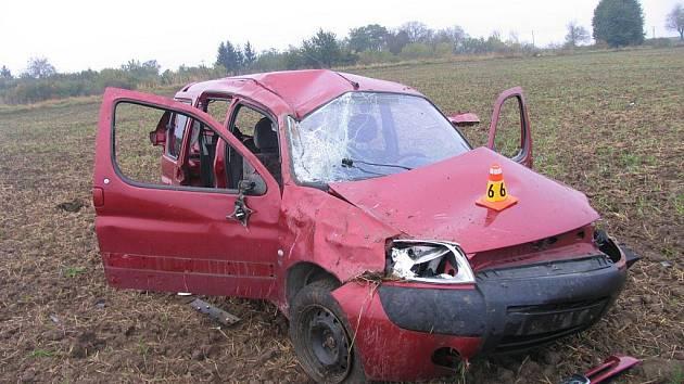 Nehoda peugeotu na R46