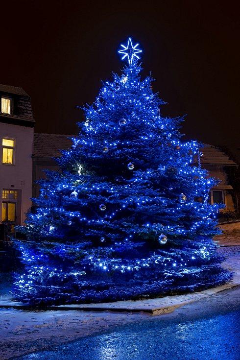 Vánoční strom 2020 na Hlavním náměstí v Plumlově
