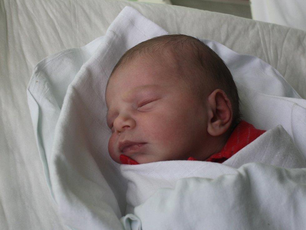 Sofie Kvapilová, Kelčice, narozena 13. dubna, 48 cm, 2900 g