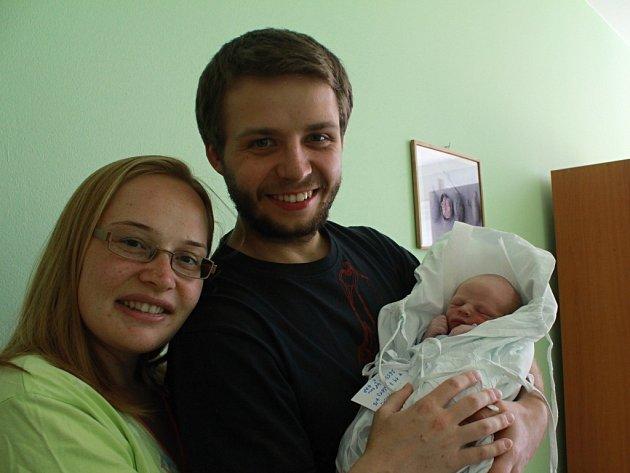 František Koláček s rodiči, Držovice, narozen 19. července, 48 cm, 2650 g