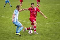 Fotbalisté Prostějova (v bílo-modrém) prohráli s Líšní 0:1.