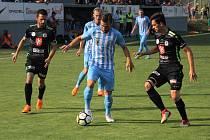 Fotbalisté Prostějova (v modrém) hráli doma s Hradcem bez branek.