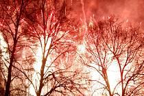 Několik tisícovek lidí zaplavilo během silvestrovského večera Plumlov na Prostějovsku.