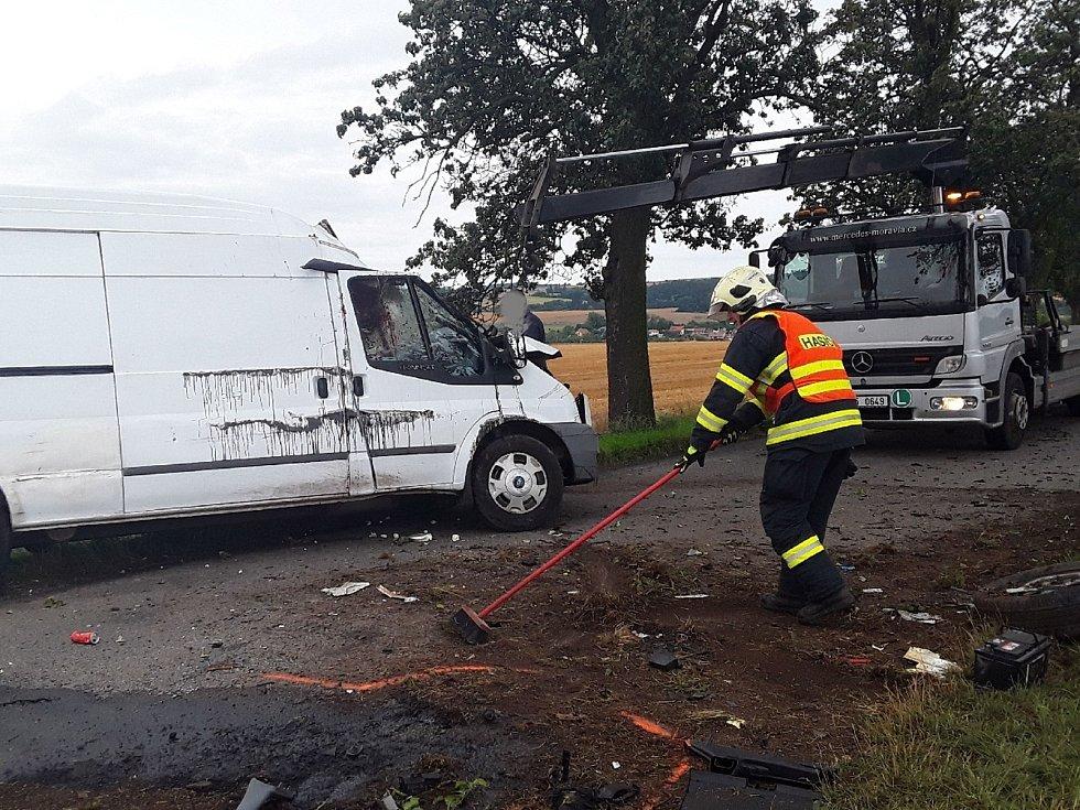 Ranní nehoda u Seloutek skončila tragicky. Mladý řidič nepřežil. 4.8. 2021