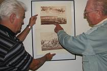 Tak který vybrat? Otázka se týká obrazu, který bude zvát na výstavu kreseb a maleb Františka Hofbauera.