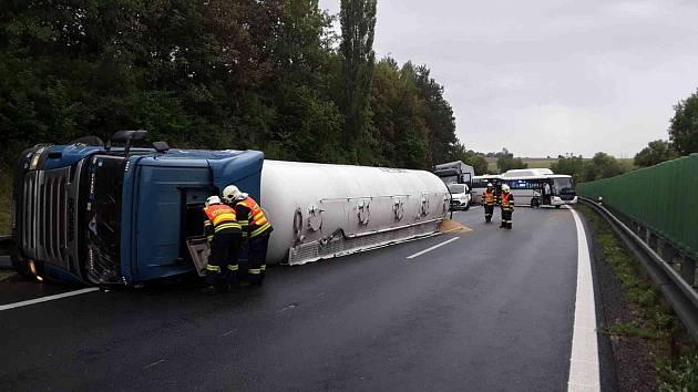 Hromadná nehoda na D49 u Žešova - 10. 7. 2018