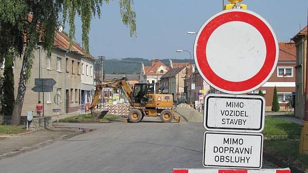Uzavírka Tyršovy ulice v Kostelci na Hané