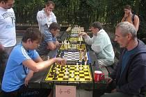 Šachový turnaj u Hloučely