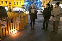 Petiční výbor, který bojuje za pojmenování náměstí či ulice po Václavu Havlovi, uctil jeho památku u sochy TGM v Prostějově