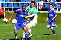 Fotbalisté 1.SK Prostějov (v modrém) proti Hlučínu