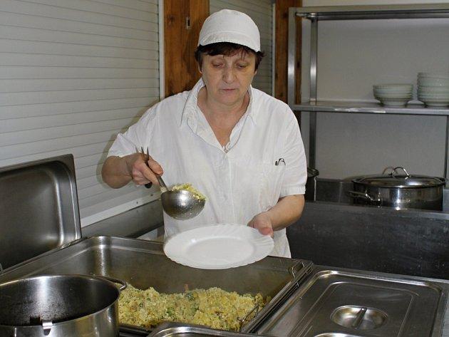 Vedoucí kuchařka na ZŠ Doktora Horáka Marie Pazderová