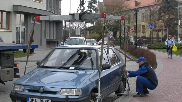 První den čištění byla odtažena auta pěti řidičům.