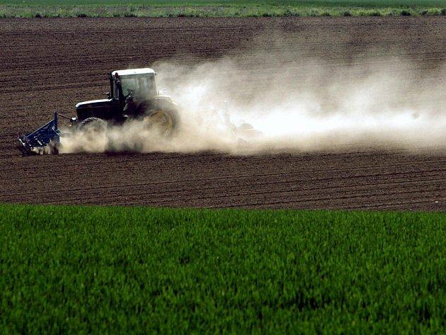 Z polí se stává vyprahlá poušť.