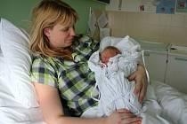 První miminko roku 2013 narozené v prostějovské porodnici - Alice Šlézarová s maminkou Terezou