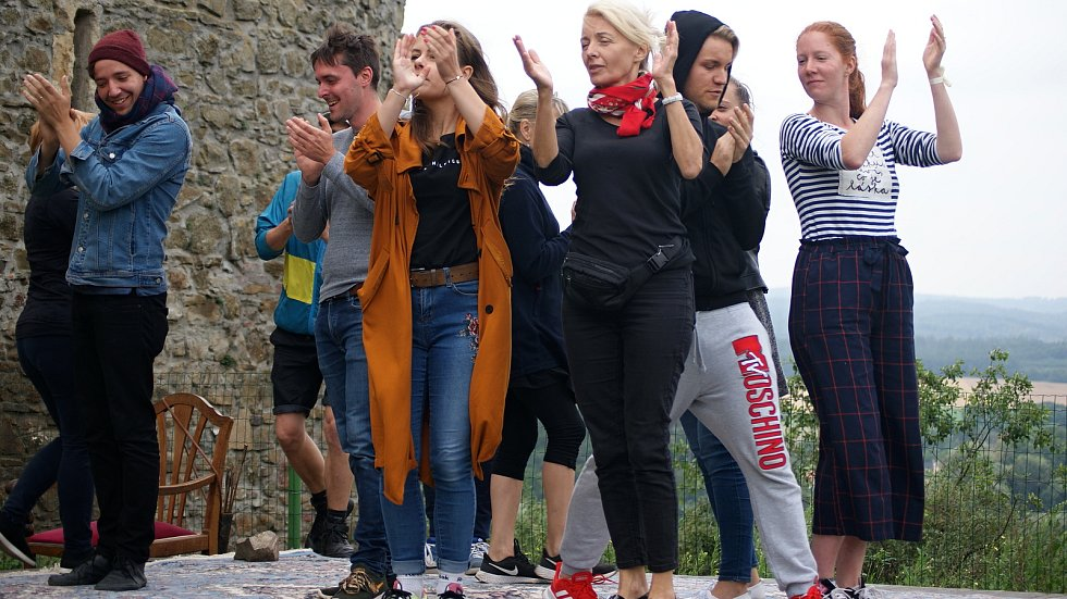Divadelní zkouška hry Ženy a sluhové na plumlovském zámku - 6. 8. 2020