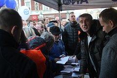 Prostějovské náměstí navštívil předseda ANO Andrej Babiš. Zájem o něj byl veliký.