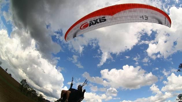 Prostějovští vyznavači paraglidingu se výrazně prosadili v úvodním závodě Světového poháru 2007 v Japonsku.