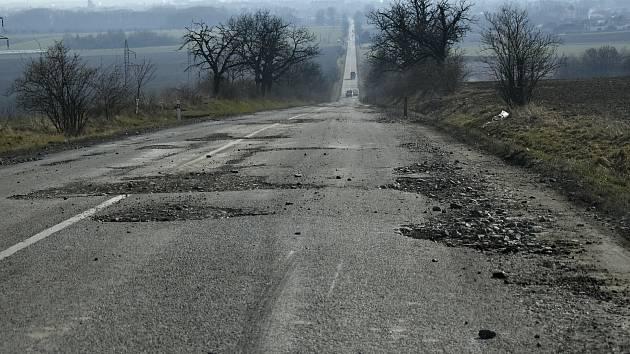 Tankodrom první kategorie. Silnice mezi Prostějovem a Ohrozimí. 9.3. 2021.